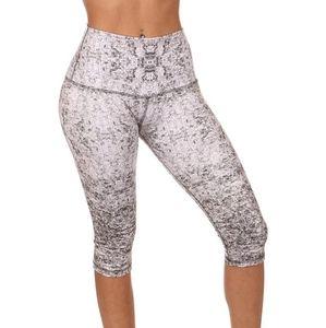 Mika Yogawear high waisted Mia Capri